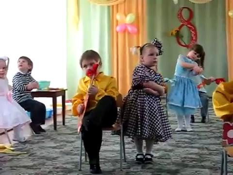 Девушки фабричные в детском саду: 1 300 000 просмотров!