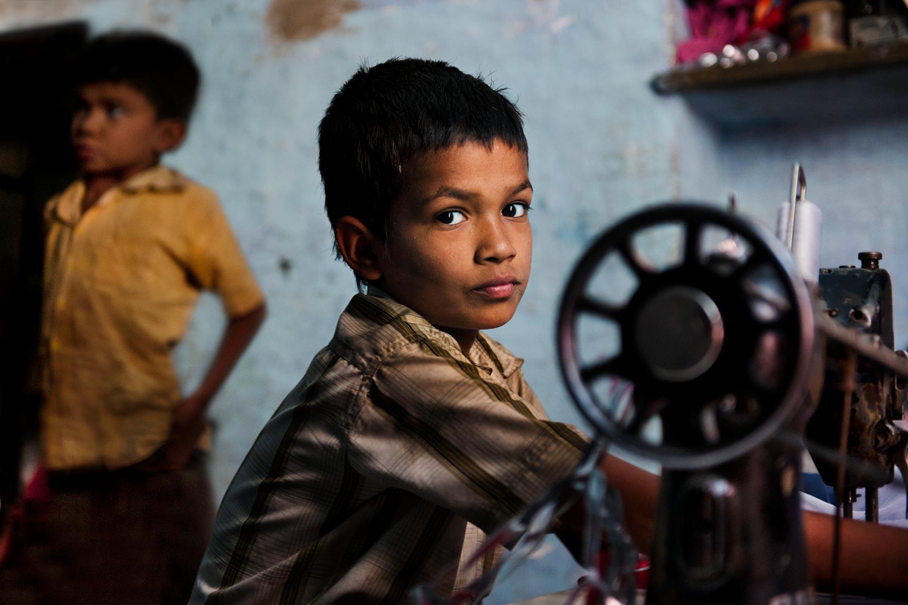 The Sun: В Великобританию поставляют детей-рабов из Непала и Индии