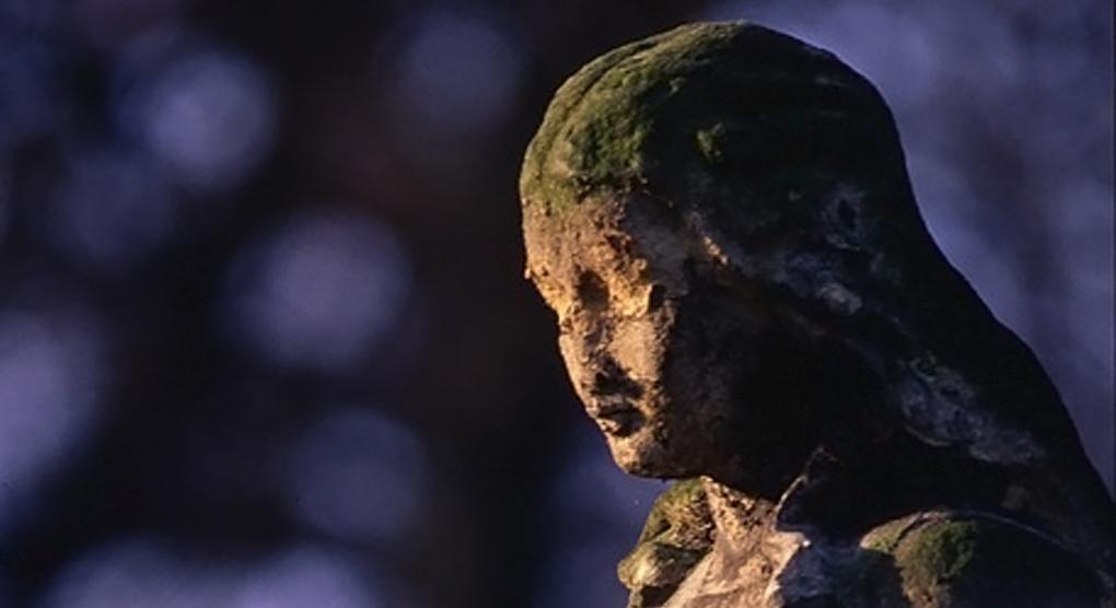 В Германии осквернили десятки христианских статуй