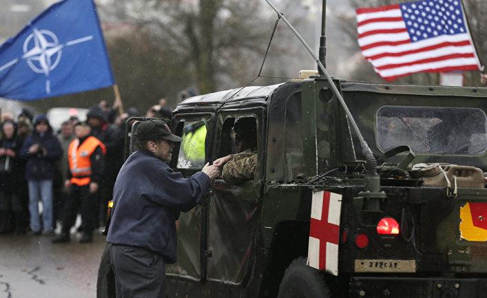 Мы идем в НАТО для того, чтобы с границы проникнуть внутрь России, дойти до Москвы, Ленинграда, Сибири и так далее
