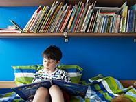 В спальне у детей не должно быть телевизора и видеоигр, считают специалисты