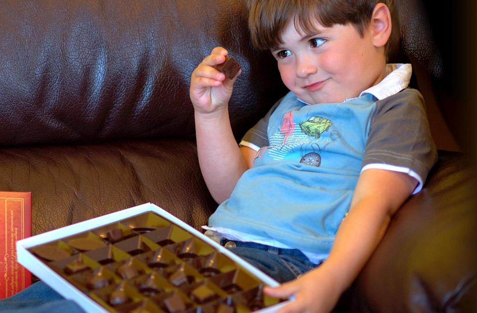 Эксперт ответил на вопрос, сколько сахара можно детям