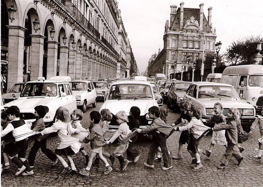 Детский дом-интернат: Le Figaro: растерянные французские родители отсылают своих детей в интернаты
