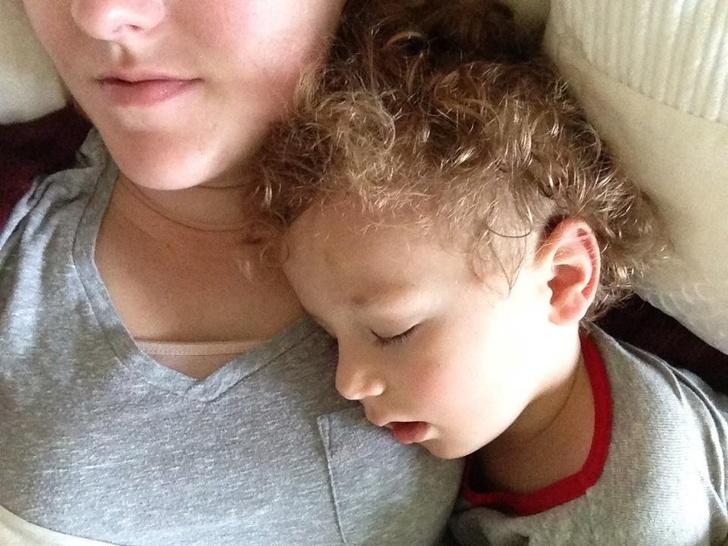 До чего может довести бруксизм (зубной скрип по ночам): рассказ одной мамы