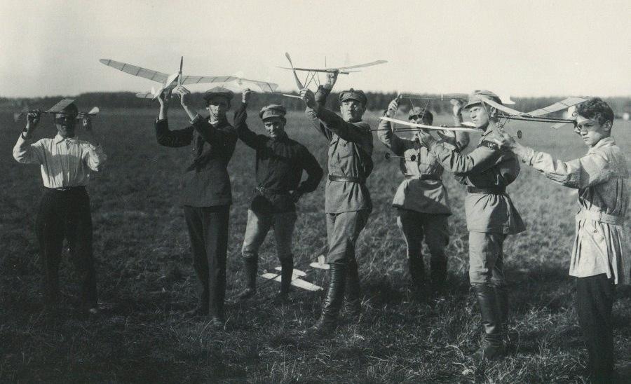 109 лет назад  в Москве впервые состоялись соревнования летающих авиамоделей