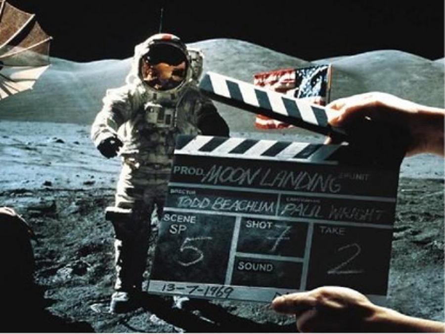 Китайский луноход не обнаружил на Луне следов высадки американцев