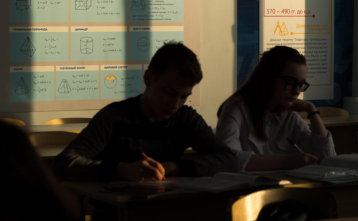 Российские школьники не попали в топ-20 рейтинга по чтению и математике