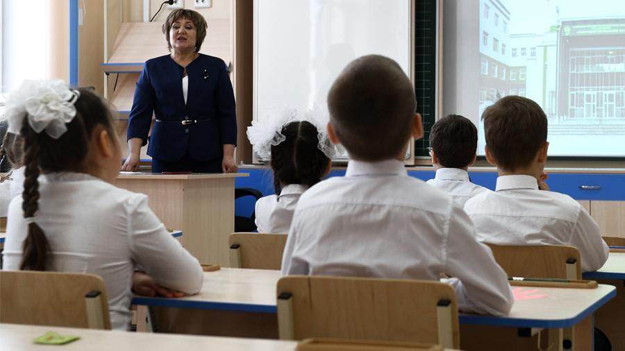 Минпросвещения не исключило учебу школьников летом